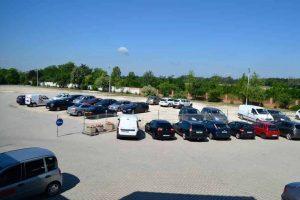 Parkoló a reptér közelében